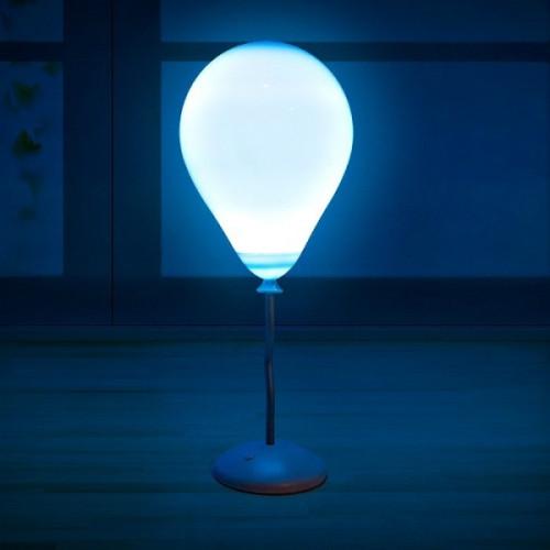 מנורה מחליפה צבעים בצורת בלון