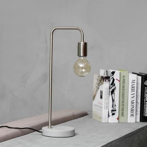מנורת מתכת ובטון